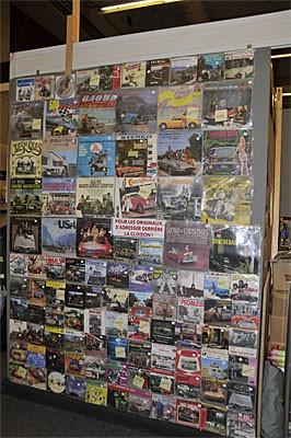 En hel vägg av skivomslag med bilmotiv, Klassiker drog igång trenden i nr 8/2008…