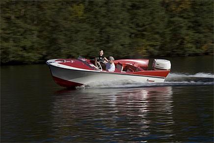 Läs om Cigala, den fenprydda sportbåten från Turin och en massa andra båtar som vill se ut som bilar.