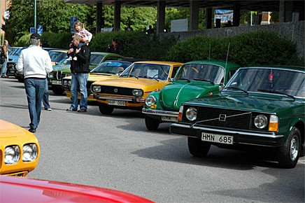 Volvo 244, pilgrön foilka, Passat., Renault 17. Saab V4...