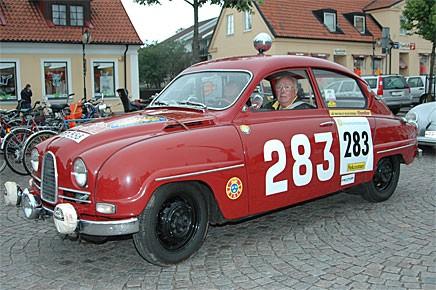 Erik Carlsson med klassiskt startnummer. Höll sig på alla fyra hjulen, slutade trea i sin klass. Co-driver Gunnar Palm.