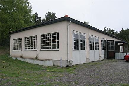 Vid gamla Uppsalavägen ligger macken i Vassunda sedan 1930-talet.