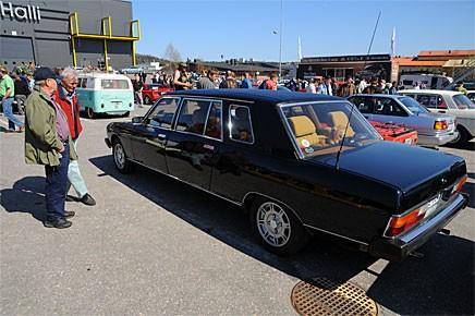 Efter att Frankrikes president Giscard d´Estaing avlagt ett statsbesök i Finland och gjort oförblommerad reklam för Peugeot 604 i limousineversion så köptes flera Heuliezlimousiner in av den finska staten. Är det här en av dem?