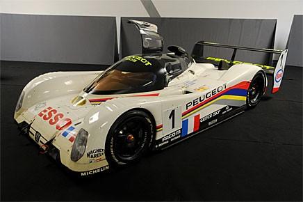 Den här Peugeot 905 Le Mansracern kom aldrig till användning under 1992 års 24-timmarsrace på Le Mans. Men den beräknas ändå bli det dyraste objektet på Peugeots auktion i vår och inbringa omkring tio miljoner kronor.