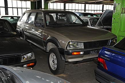 En 505 Break Dangel finns i Peugeotmuseets stora förråd.