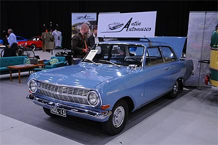 Efter att Klassikers redaktionsbil Bertil Blå utrustats med takskylt så ska tydligen alla Opel Rekord B ha det.