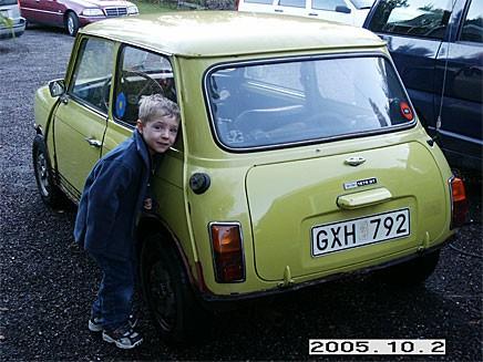 Äntligen har pappa köpt en bil vi behöver!