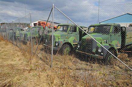 Utrangerade militärlastbilar i Övertorneå.