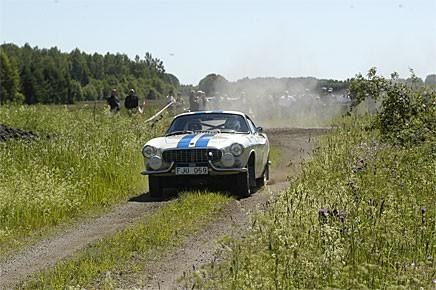 Jörgen Einar i sin Volvo 1800S blåste på fint.