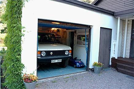Eget garage med en Range Rover, en barndomsdröm i uppfyllelse. Men när ska Carl börja nyttja sin lågmilare?
