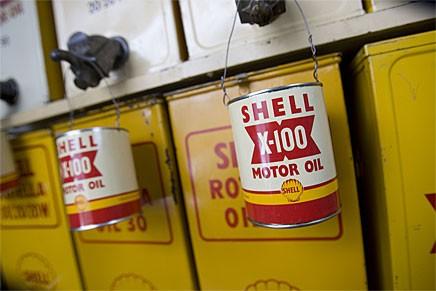 I Östersund har länsmuseet byggt en egen Shellmack. Här finns allt utom - bensin.