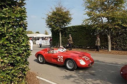 """Maserati 300 S, -55. Deltagare i """"Sir Stirling Moss at 80"""" paraden."""