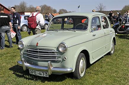 Tidig Fiat 1100 i klädsam kulör.
