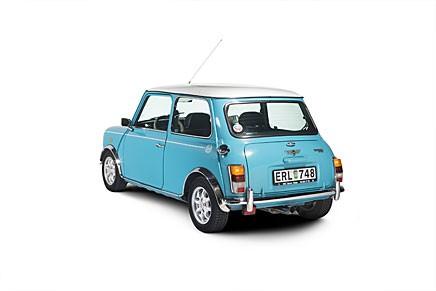 Liten bil med plats för alla. Köp en nästan ny gammal entusiastbil. Vi tipsar.