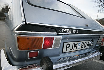 TL betyder att vi har snikmodellen med bara 65 hästar. Svensksålda TL hade TS-motorn med 93 hk.