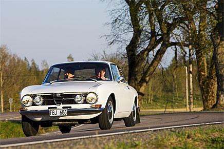 En Alfa ska kränga lite böjarna. Vi kör en 1750 GT Veloce med bara 4 500 mil på mätaren.