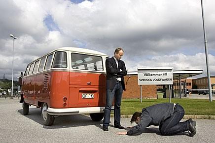 Äntligen är Volkswagenbussen återlämnad och vi ber om förlåtelse för dröjsmålet.