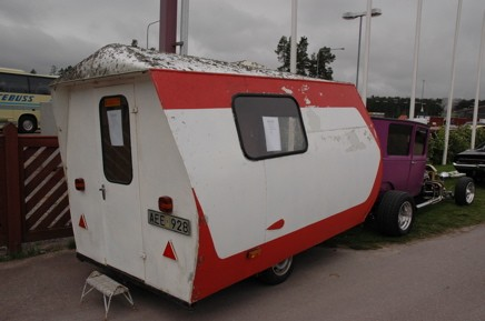 En nybesiktigad Family husvagn -64 fanns till salu.