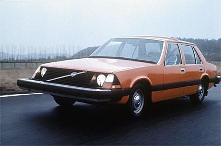 Volvos säkerhetsexperimentbil VESC byggde på ett nedlagt projekt som skulle ersätta 140/160-serierna. VESC fylldes med mängder av olika säkerhetsdetaljer.