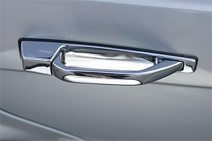 Mercedes uppfann draghandtaget, fortfarande toppmodernt. Och snyggt!