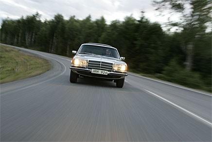 Den som fick en S-klass i backspegeln på Autobahn flyttade på sig. Alla versioner toppade över 190 km/h, 450 SEL 6,9 gjorde 225!