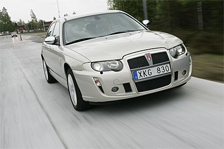 2004 kom den sista (?) Rovern med USA-V8 och bakhjulsdrift. Rover 75 med Ford Mustang-motor på 4,6 liter.