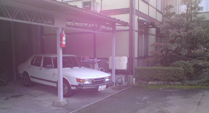 Saab 900, en trubbnos, i Takayama.
