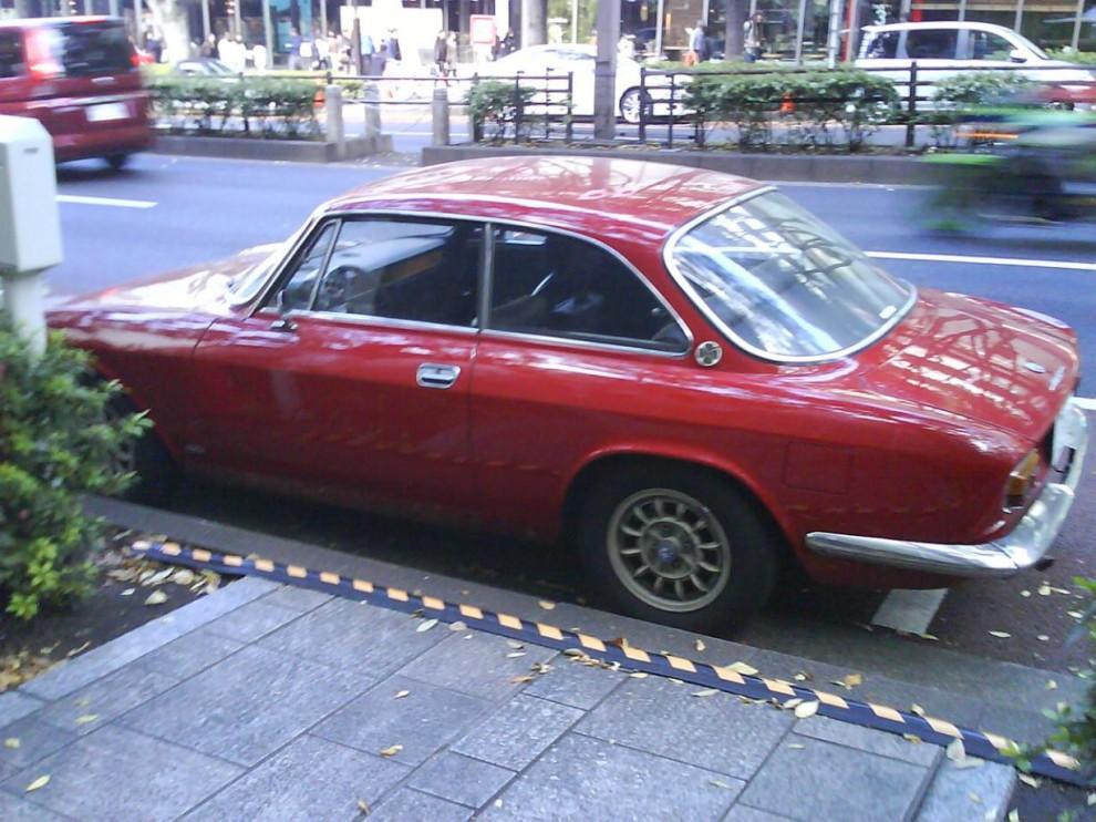 Alfa GT i Tokyos nattliv.