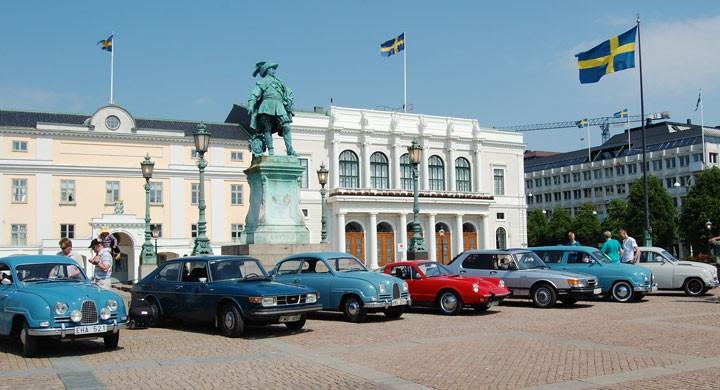 Från Gustav Adolfs torg i Göteborg där Saab-klubben (SAAB Gothia) och Saab turbo-klubben samlades på Nationaldagen. Foto: Pär Rundqvist