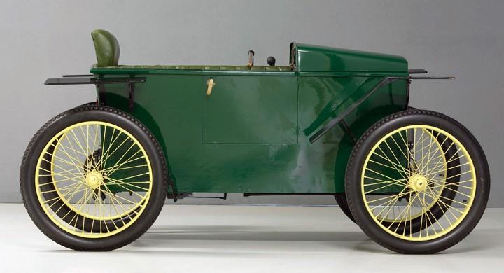 Slaby Beringer 1920 var verkligen en låda, en trälåda med elmotor, kedjedrift och cykelhjul. Detta var ett ''kommiss''fordon främst avsett för krigsinvalider hemma i Tyskland.