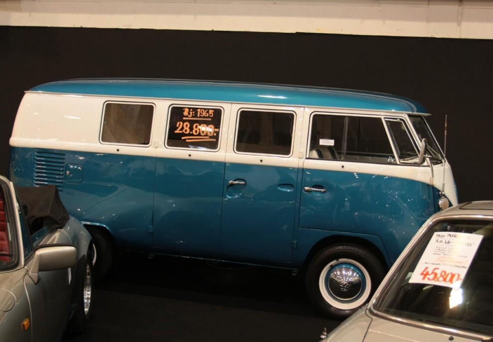 Bilar till salu fanns också