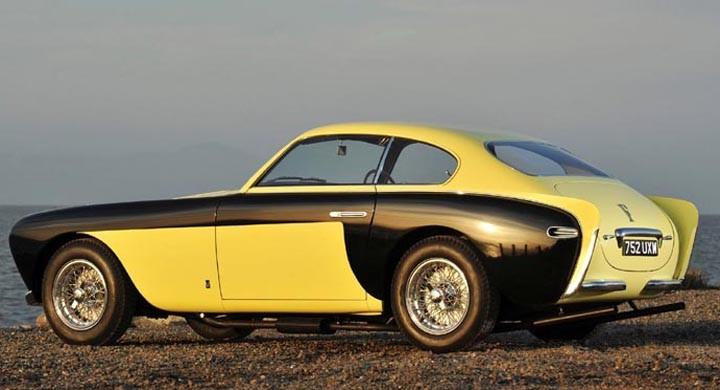 En tjuvstart med fenmode redan 1952, då denna Ferrari 212 Inter fick kaross med rakbladsvass bakända från Vignale.