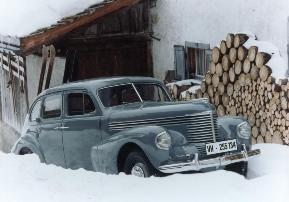 Opel Kapitän i snödriva. Kanske står den kvar?