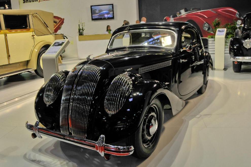 Formspråket liknar det hos Chrysler Airflow och Panhard Dynamic. I dessa sammanhang påminner Skoda gärna om arvet från 1930-talets modeller men talar mindre ofta om svansmotorbilarna från kommunisttiden.