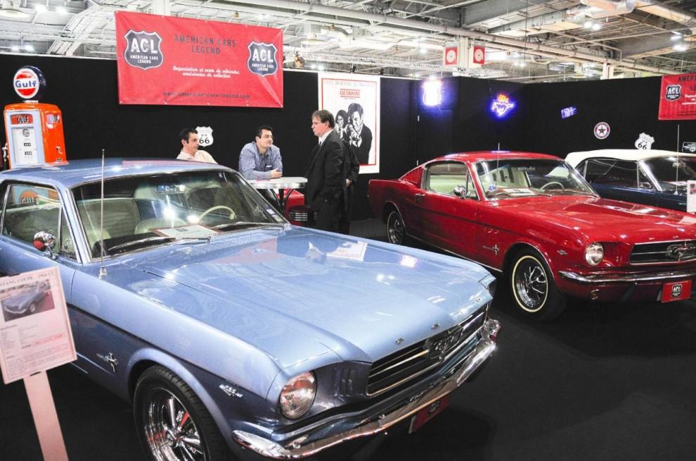 I Frankrike är USA–bilar relativt sett ovanliga men denna firma ställde ut tre fina Mustang till priser runt 20 000 euro styck.