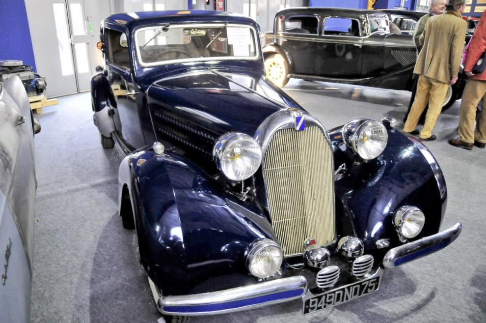 Ännu en stram representant för de många nu utdöda franska lyxmärkena – denna gång en Talbot T10 från 1937. Under huven ruvar en ganska liten motor – en sexa på två liter som drev den ganska tunga bilen upp till 110km/h. Modellen gick att få med större motorer. Klubbades för 29 800 euro, vilket var dubbelt så mycket som auktionsfirmans högsta uppskattade pris.
