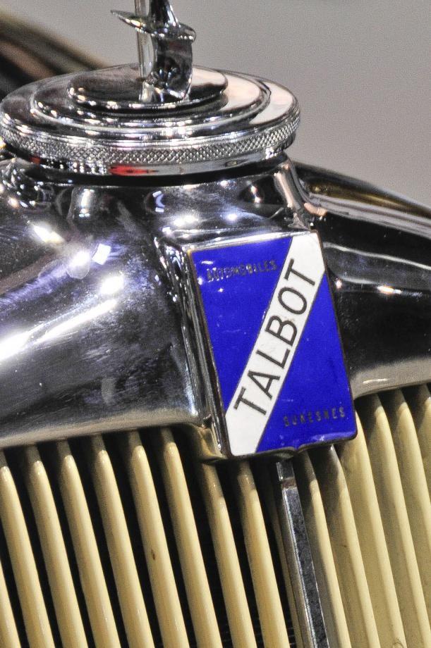 Kontrasterande kylarprydnader, först Talbot…
