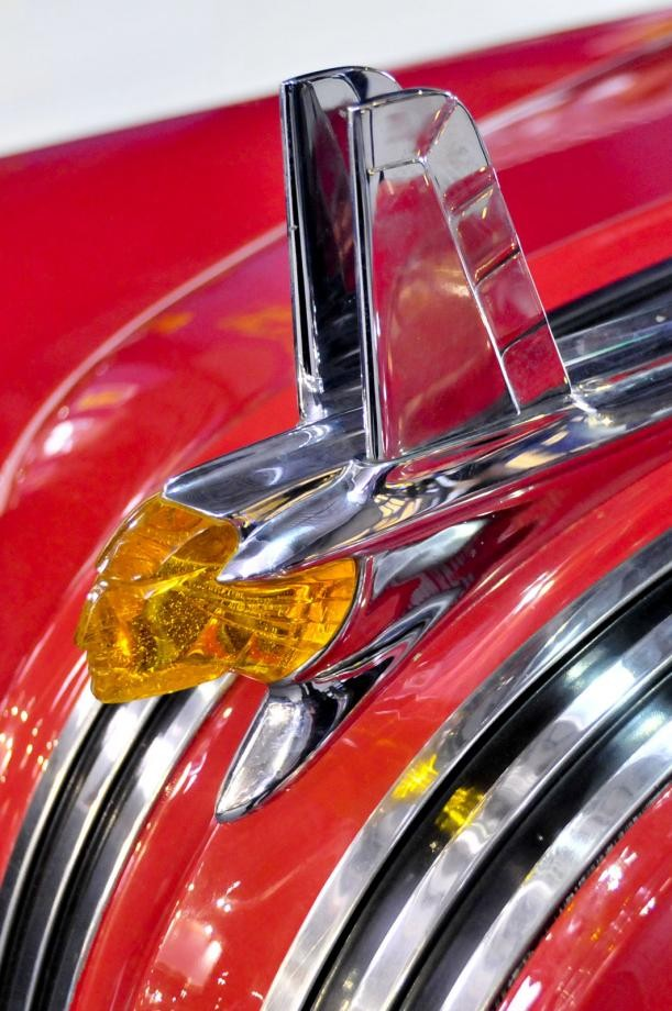 …sedan Pontiac 1953.