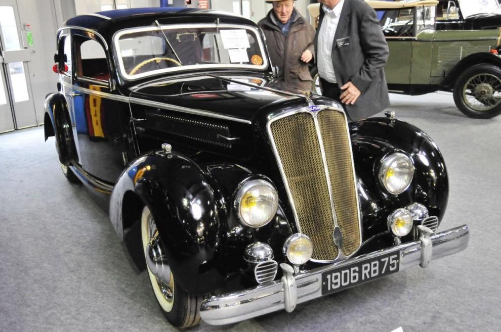 Ännu en fransk bil ganska okänd utanför republikens gränser- en Salmson S4-61L med en 4-cyl. twincam-motor på 1,7 liter. Som alla finare franska bilar högerstyrd! Årsmodellen är 1951 och bilen har gått i arv i tre generationer. Såldes för 17 900 euro.