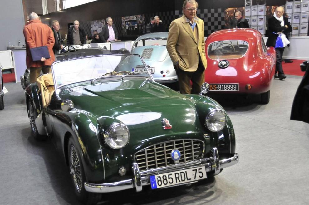 Härhar vi en prydlig Triumph TR3 ursprungligen från Kalifornien som iståndsatts snarare än renoverats i Paris för en summa av 11000 euro. Såldes för 38100 euro.