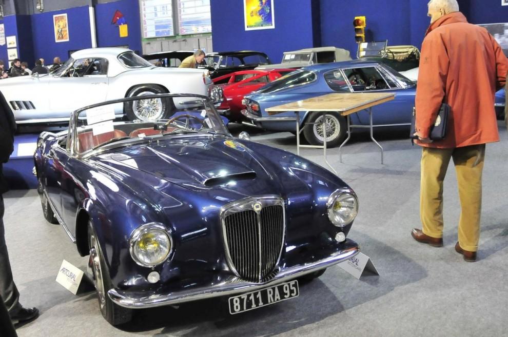 Lancia Aurelia fick tidigt klassikerstatus och här har vi en 1958 års B24 S Convertible med kaross av Pininfarina som bara gått 4 800 mil. Den har vevbara sidorutor till skillnad från den ursprungliga Spydern som hade lösa sidostycken i kanvas. Efter en försiktig renovering för några år sedan hade den anmälts till auktionen av sin tredje ägare. Klubban föll på 202 500 euro.