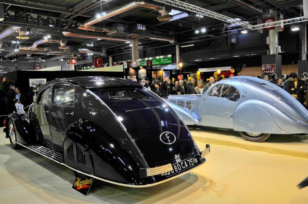 De följande bilderna visar de fantastiska bilar som lånats ur Mullins samlingar. Här står Voisin Aerodyne och Bugatti type 57 Atlantic.