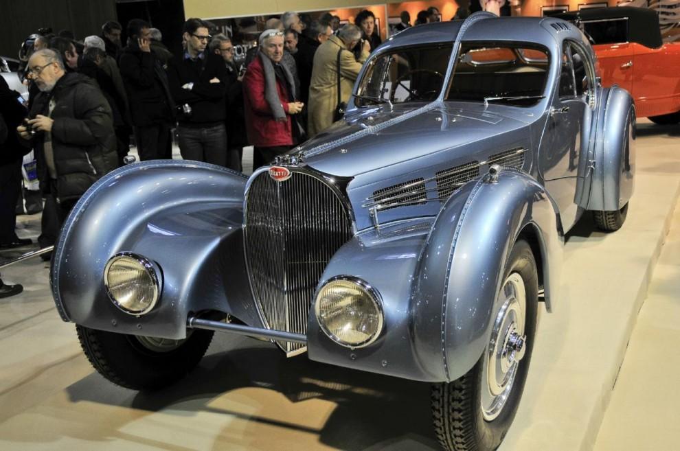 Den utställda bilen är en av två existerande Bugatti 57S Atlantic och tillhör Peter Mullin. Han köpte den för ett par år sedan för en summa troligen i spannet 30-40 miljoner USD. Den andra ingår i Ralph Laurens samlingar.