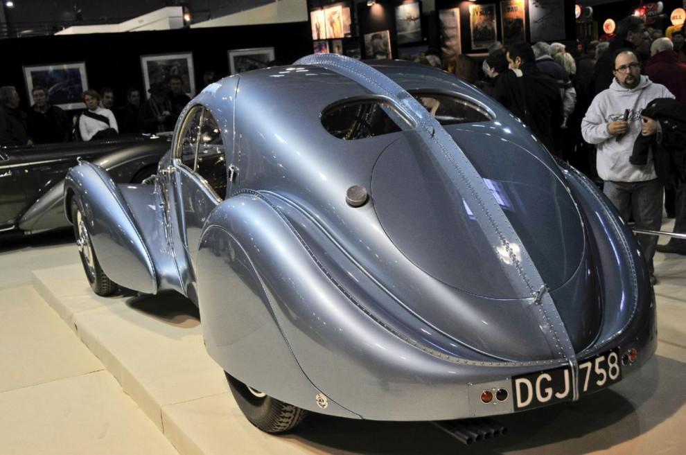 Ryggfenan är karaktäristisk för Bugatti Atlantic. Förväxling sker ofta med Bugatti Atlante, en annan modell men den har inte ryggfena.
