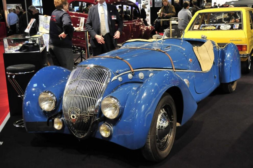 Denna 402:a är speciell. När den gick på LeMans kallades den Special Sport, men numera Darl'Mat efter sin upphovsman, en Peugeothandlare som hette Émile Darl'Mat. Han ville 1939 inför kontrollanter bevisa att hans Special Sport toppade 200 km/h. Förargligt nog kom han bara upp i 199 km/h.