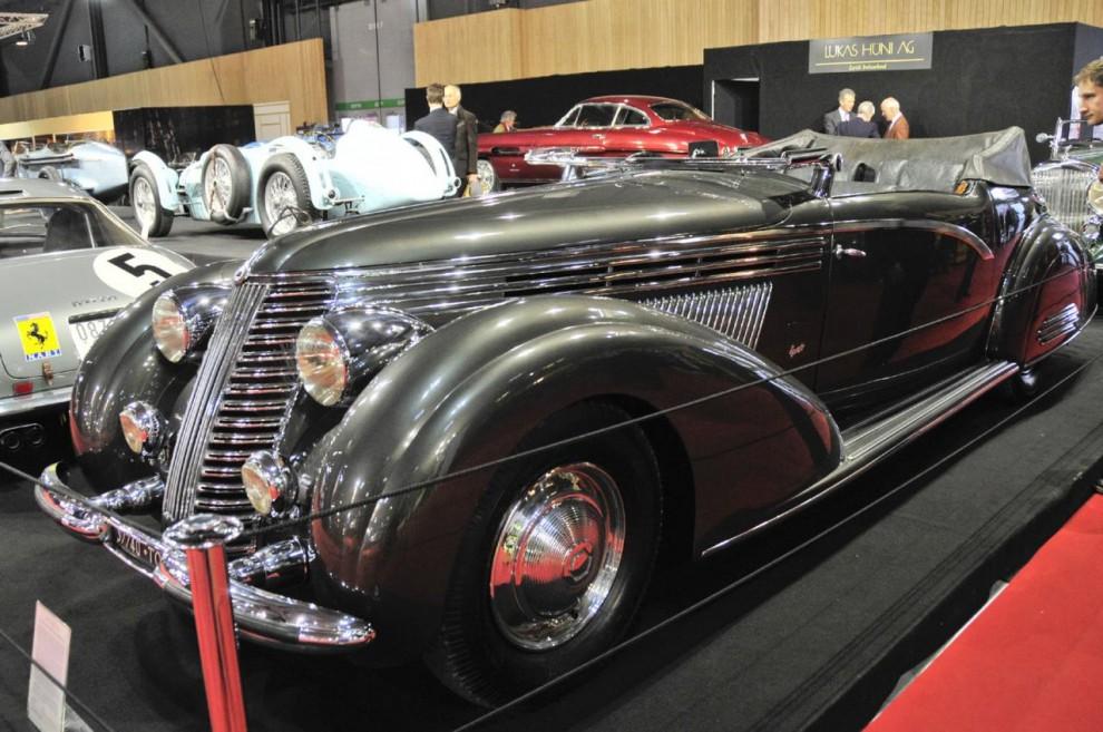 Ännu en knappt fattbar bilskapelse, denna gång från Italien – en 1938 Lancia Astura Gran Lusso med kaross av Boneschi. Till salu hos den schweiziske handlaren Lukas Hüni.