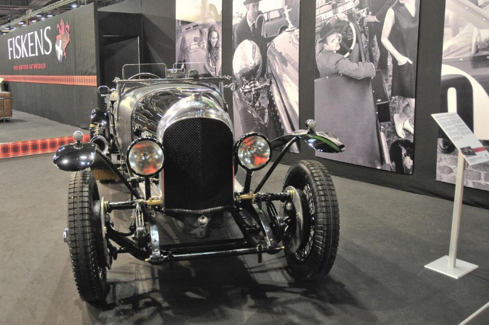Bentley'n i svart är en 3-litre från 1926 som försetts med en 4,5-liters motor och andra modifieringar vanliga när dessa bilar var billiga, d v s fram till tidigt 1960-tal.