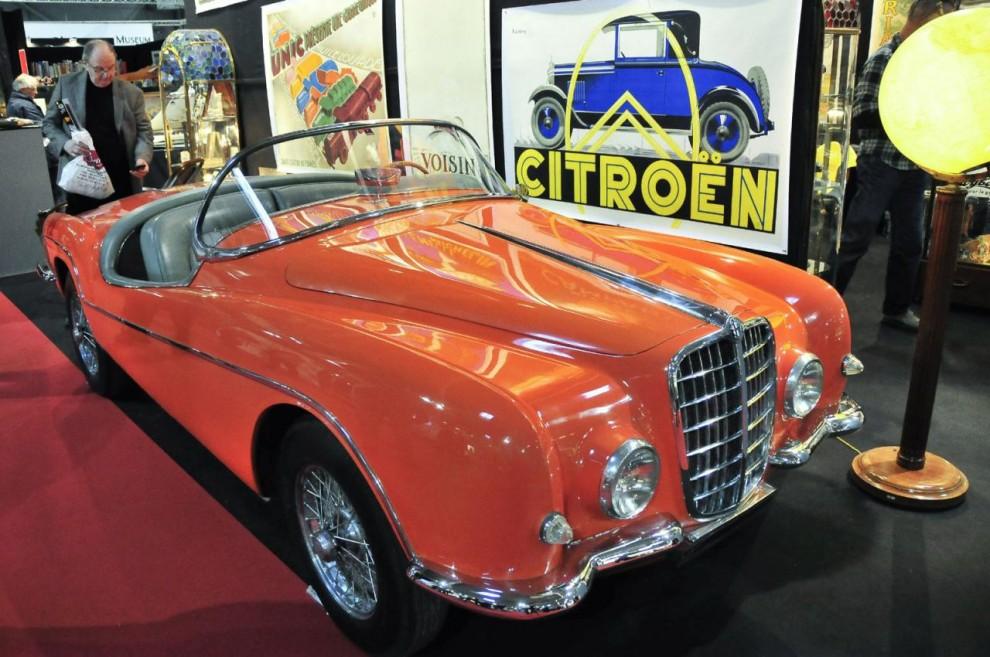 En ganska omöjlig bil på våra breddgrader – ingen sufflett, inga dörrar och inte ens vindrutetorkare, men dock unik - det finns ingen annan. Karossen kallades barchetta – liten båt – och den är byggd 1958 av Ghia-Aigle på en Alfa-Romeo 1900.