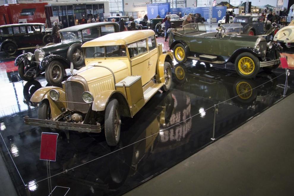 Årets tema var De orörda, patinerade originalbilar som inte renoverats. Schlumpf-museet i Frankrike hade lånat ut tio bilar som annars står inlåsta i en lagerlokal. Närmast kameran en Voisin 1928.