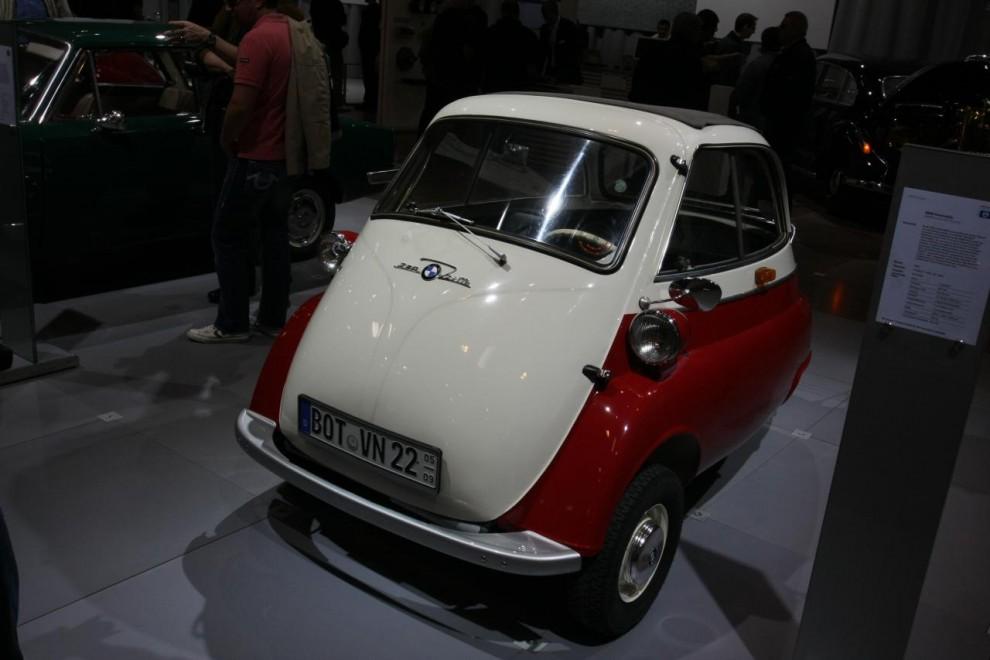 I princip alla de stora tyska tillverkarna hade varsin hall – BMW dammade bland annat av en Isetta och ställde ut.