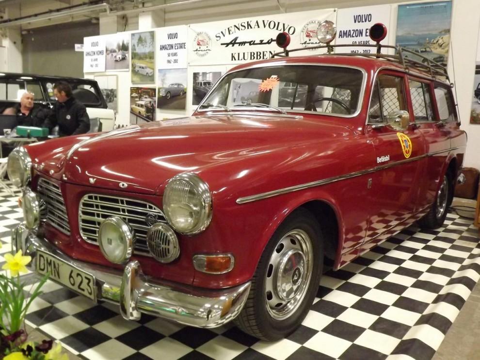 En modell som fyllde 50 i år, Volvo Amazon kombi, här som brandbefälsbil.
